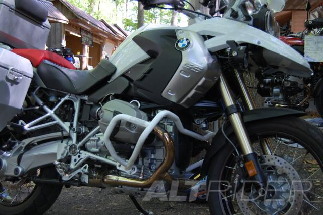 AltRider Crash Bars for the BMW R 1200 GS (2003-2012) - White - Installed