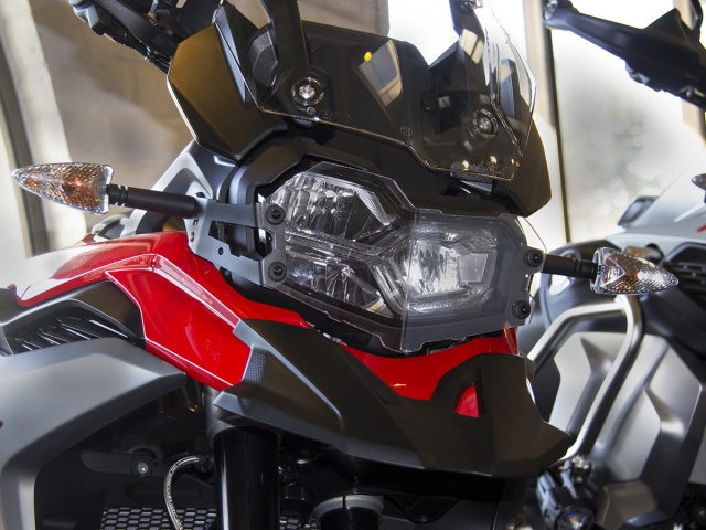 AltRider Clear Headlight Guard for the BMW F 850 / 750 GS - Installed