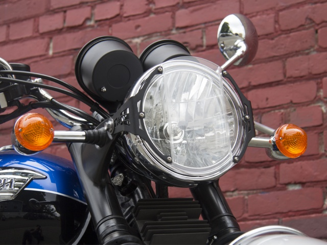 AltRider Clear Headlight Guard for the Triumph Bonneville / T100 - Installed