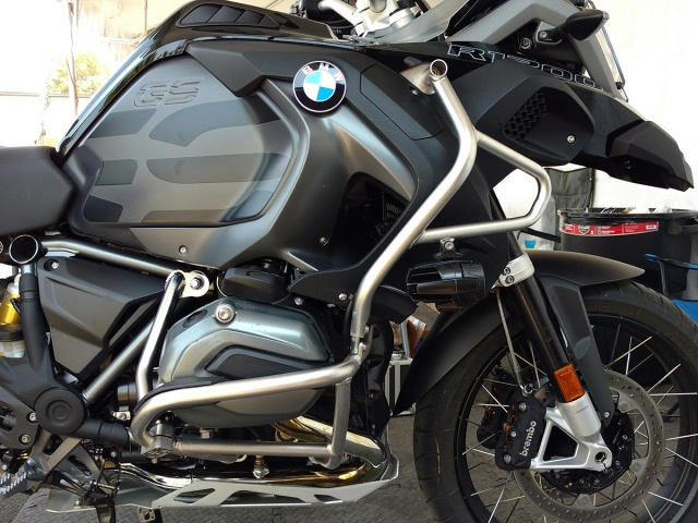 AltRider Reinforcement Crash Bars for the BMW R 1200 GS /GSA Water Cooled - Installed