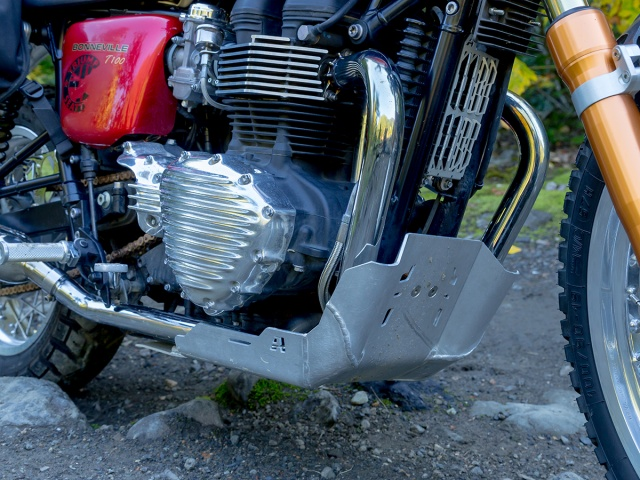 AltRider Skid Plate for Triumph Bonneville / T100 - Silver - Installed