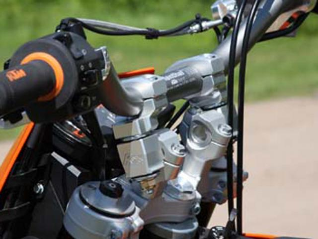 "ROX Anti-Vibration Elite Pivoting Handlebar Risers 2"" Rise x 1 1/8"" Handlebar Clamp x 1 1/8"" Handlebar - Installed"